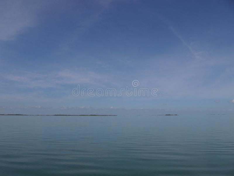 Mar tranquilo del cielo grande foto de archivo