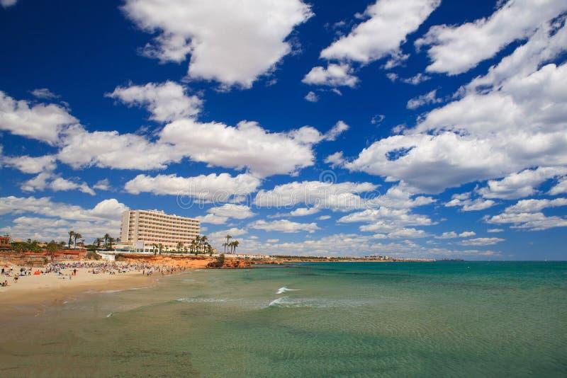 Mar transparente, paisaje del verano, viaje a España foto de archivo