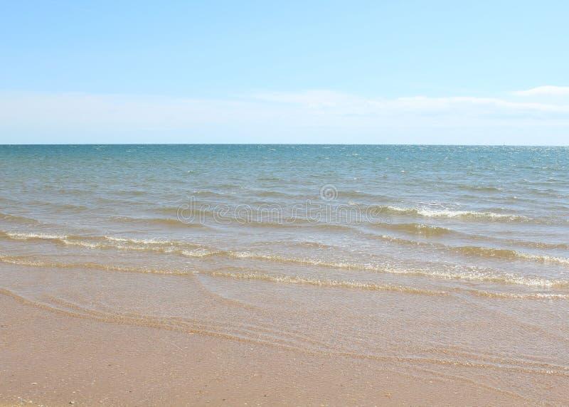 Mar tropical bonito e tranquilo de turquesa fotos de stock