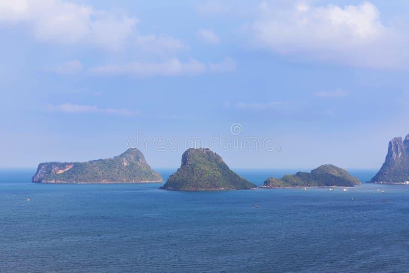 Mar tropical de la visión aérea de la bahía del prachuap en Tailandia fotografía de archivo
