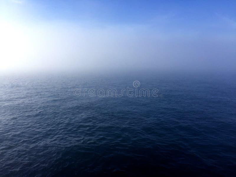 Mar u océano y cielo fotografía de archivo