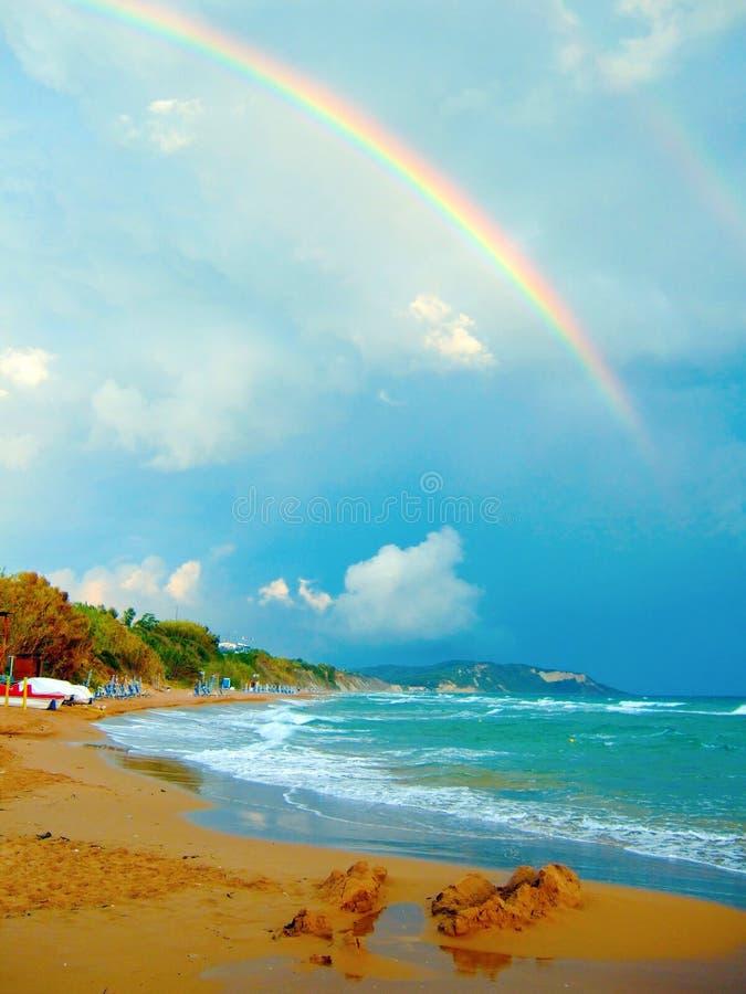 Mar y arco iris fotografía de archivo