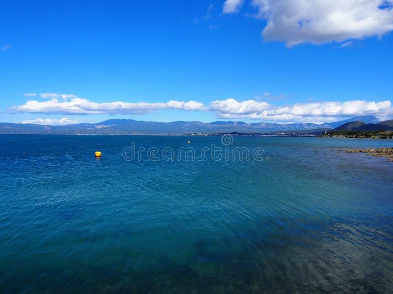 Mar y cielo azules foto de archivo libre de regalías