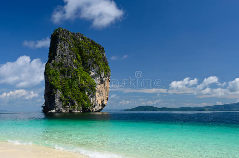 Mar y cielo azules de Tailandia fotos de archivo