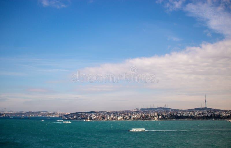 Mar y cielo en Estambul fotos de archivo