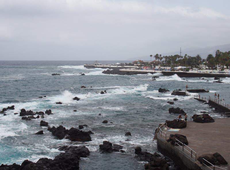 Mar y costa en el la Cruz Tenerife de Puerto de imagen de archivo libre de regalías