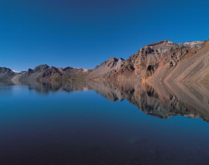 Mar y montaña imagen de archivo libre de regalías