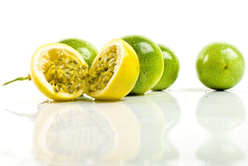 Maracuja - fruta de paixão imagens de stock royalty free