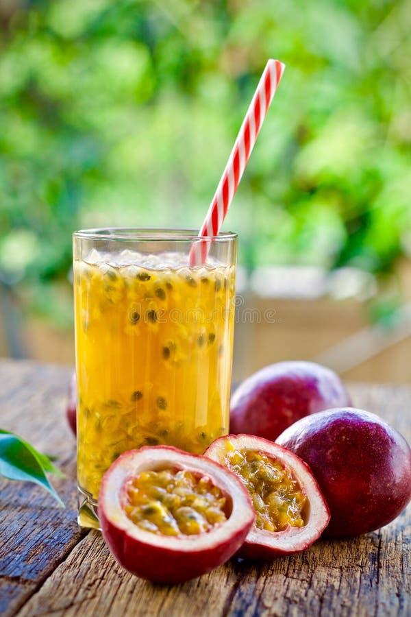Maracujafruchtsaft Smoothie-Fruchtgemüse stockfotografie