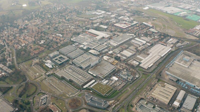 MARANELLO, ITALIA - 24 DE DICIEMBRE DE 2018 Tiro aéreo de la mucha altitud de la fábrica del coche de Ferrari imagen de archivo libre de regalías