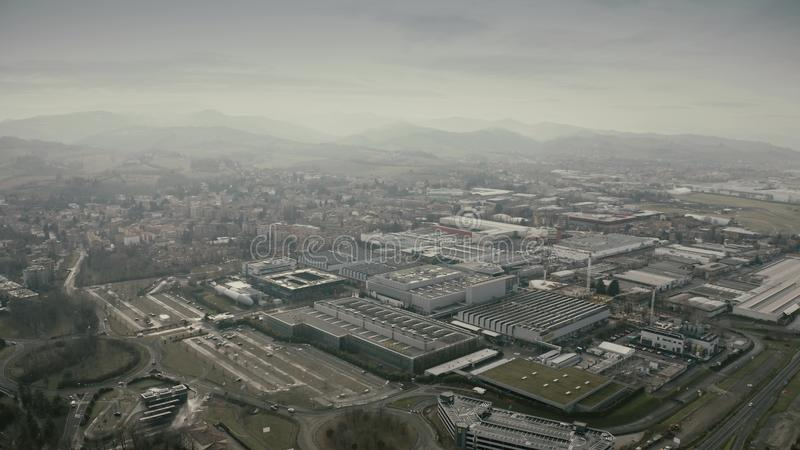 MARANELLO ITALIEN - DECEMBER 24, 2018 Flyg- sikt av komplexet för Ferrari bilfabrik arkivbilder