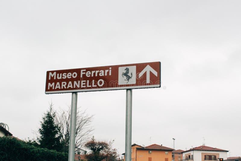 Maranello Italien - 03 26 2013: Sikt av gatorna av Maranello arkivfoto