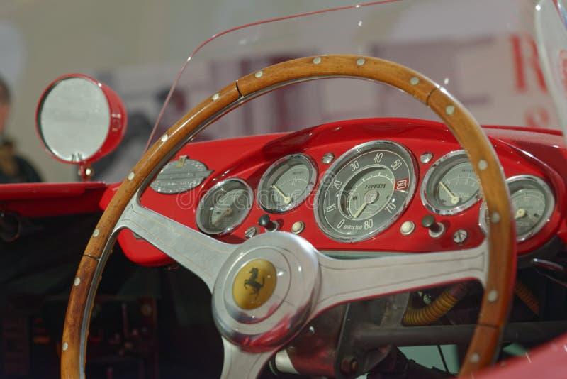 Maranello, Italy: rocznika Ferrari deska rozdzielcza zdjęcia royalty free