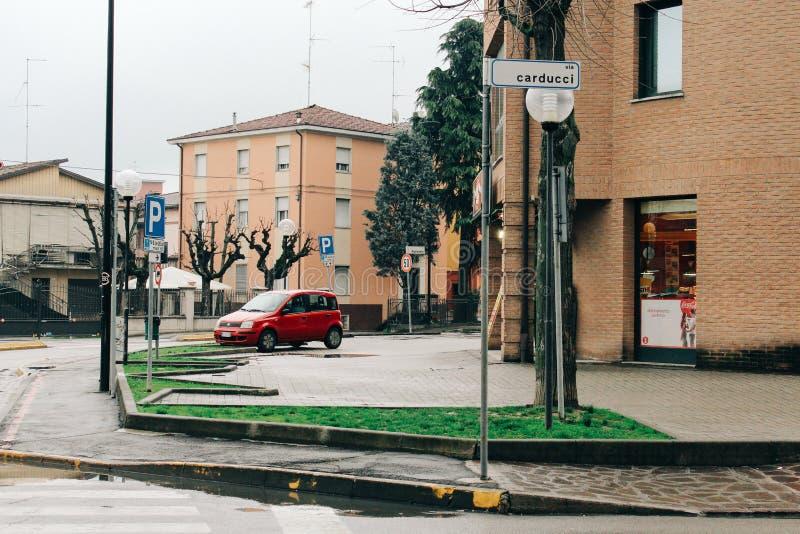 Maranello, Włochy - 03 26 2013: Widok ulicy Maranello obrazy stock