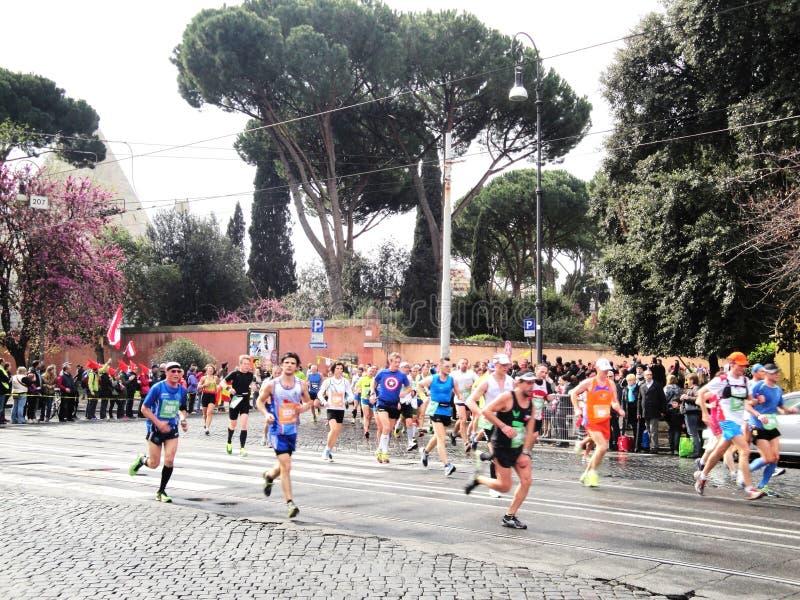 Download Mararathon Van Rome, Maart 2014, 11de Km Redactionele Stock Foto - Afbeelding bestaande uit italië, vrouwen: 39111438