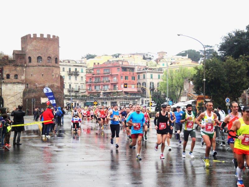 Download Mararathon Van Rome, 23 Th Maart 2014, Italië Redactionele Afbeelding - Afbeelding bestaande uit agenten, d0: 39112595