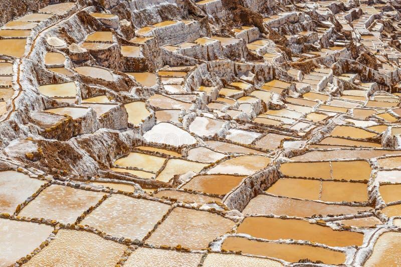 Maras saltar terrasser och damm, Cusco, Peru royaltyfri foto