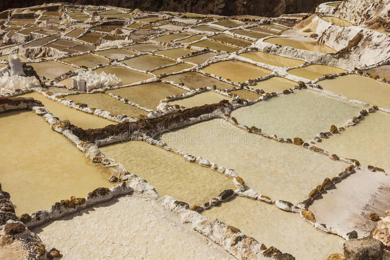 Maraszoutmijnen de Peruviaanse Andes Cuzco Peru stock afbeeldingen