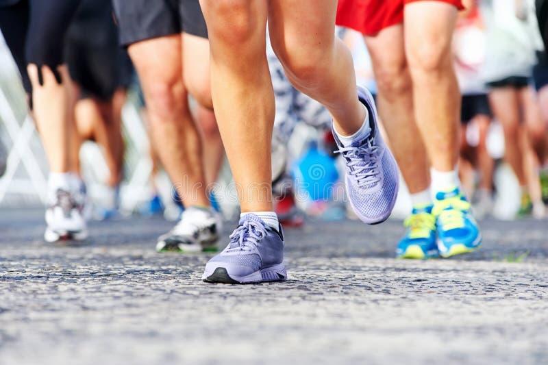 Maratón corriente de la gente imágenes de archivo libres de regalías