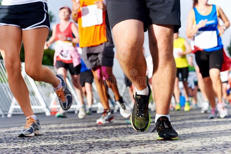 Maratón corriente de la gente fotos de archivo