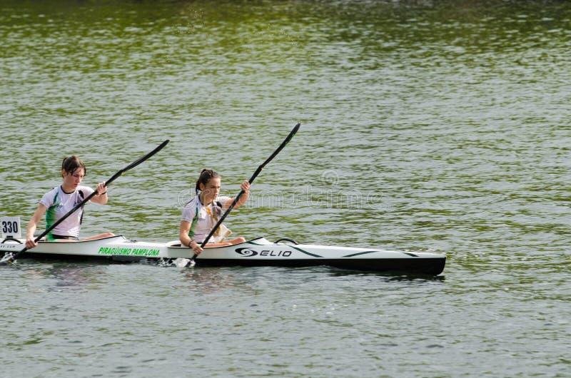 Maratón de la hembra de la canoa imagen de archivo libre de regalías