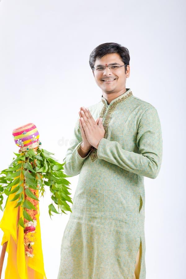 Marathi nieuw jaar van Gudipadwa, het jonge Indische het vieren festival van gudipadwa royalty-vrije stock foto