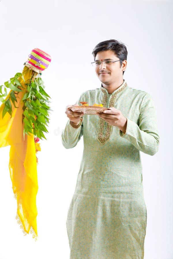 Marathi nieuw jaar van Gudipadwa, het jonge Indische het vieren festival van gudipadwa royalty-vrije stock afbeeldingen