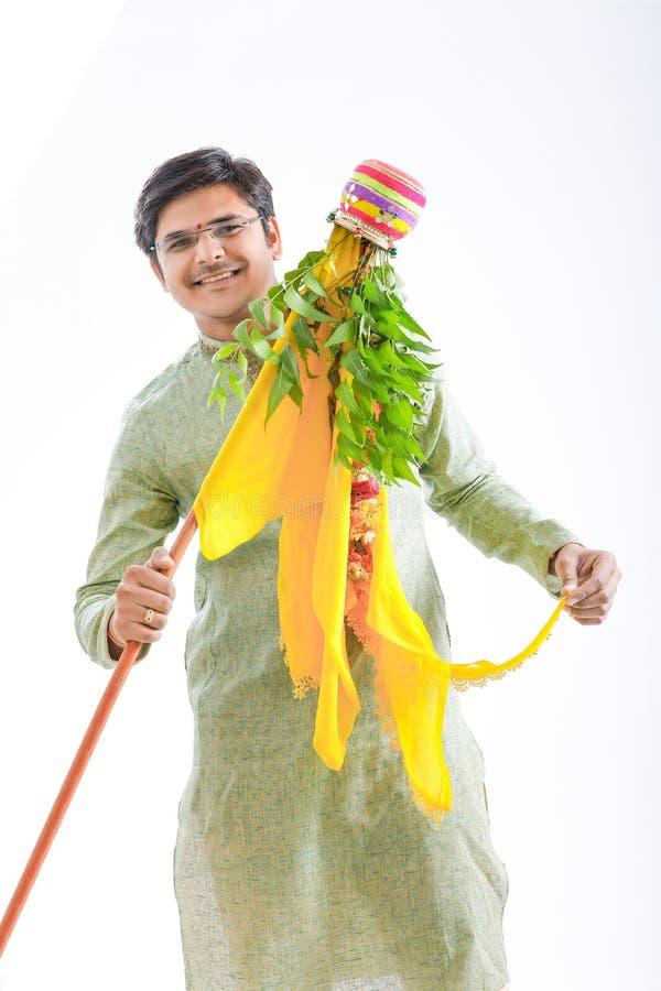 Marathi nieuw jaar van Gudipadwa, het jonge Indische het vieren festival van gudipadwa stock foto