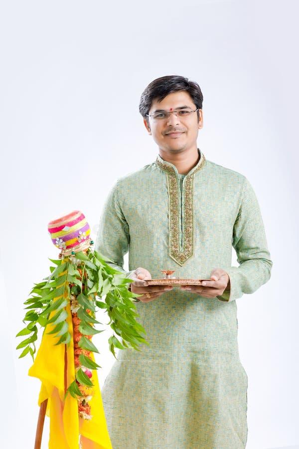Marathi nieuw jaar van Gudipadwa, het jonge Indische het vieren festival van gudipadwa stock afbeelding