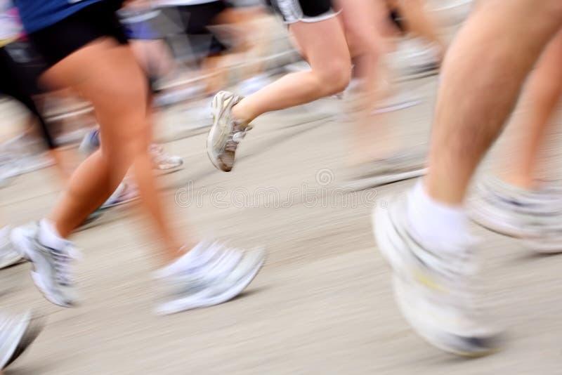 Marathon (dans la tache floue de mouvement d'appareil-photo) photos libres de droits