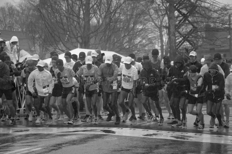 Marathon 2018 de Boston de début de coureurs d'élite image libre de droits