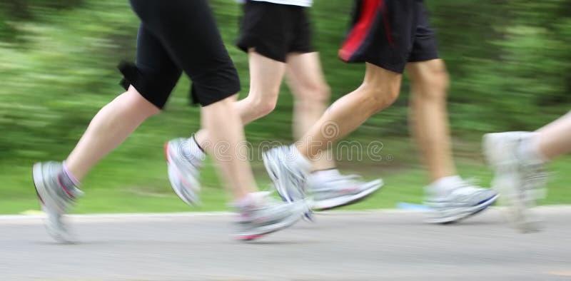 Marathon (motieonduidelijk beeld in camera) stock afbeelding
