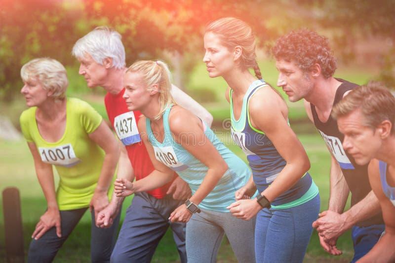Marathonatleten op de beginnende lijn stock afbeeldingen