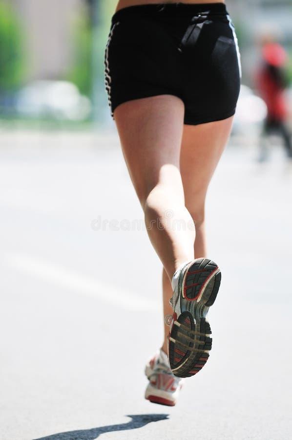 Marathonfrauenlack-läufer lizenzfreies stockbild