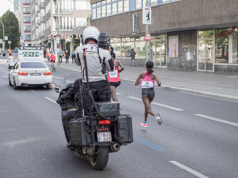 Marathonien éthiopien Aberu Kebede chez Berlin Marathon 2016 image stock