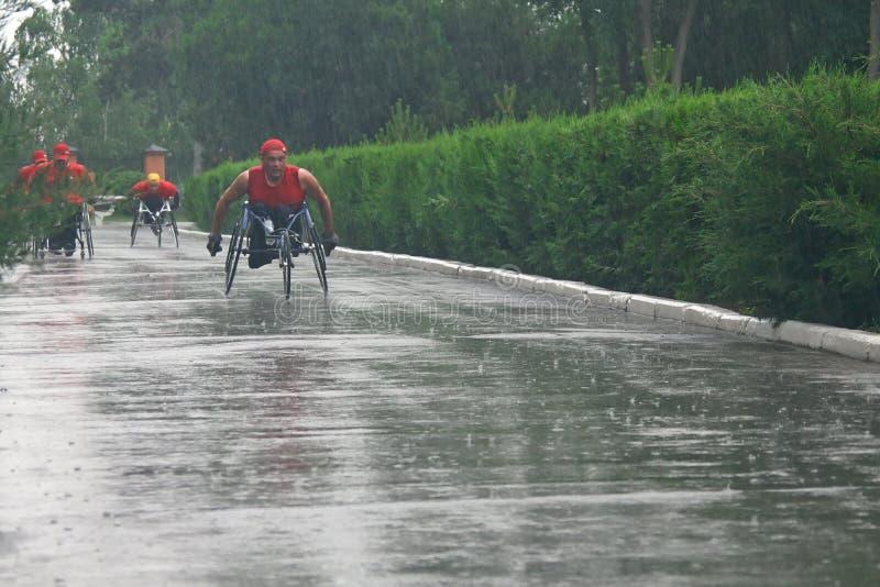 Marathonmänner mit Paraplegie lizenzfreie stockfotos