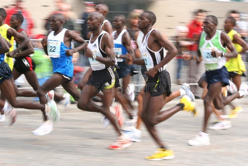 maratonów przyrodni biegacze obrazy stock