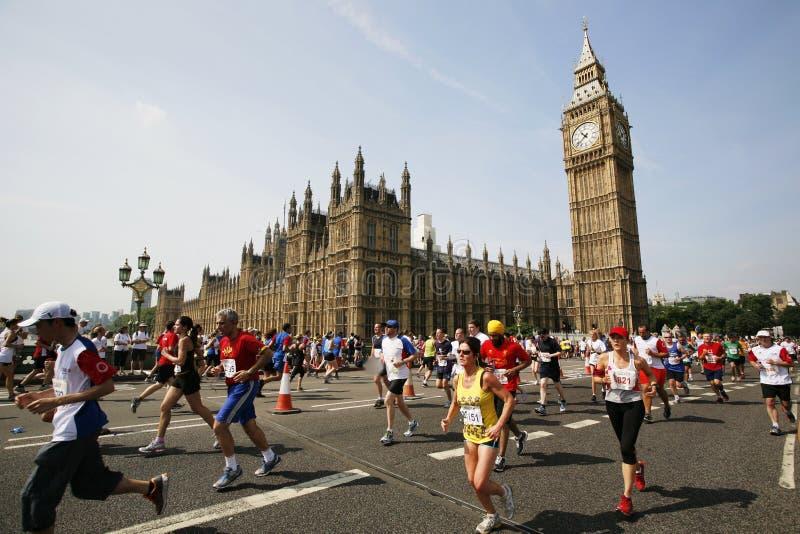 2013 maraton för britt 10km London royaltyfria bilder