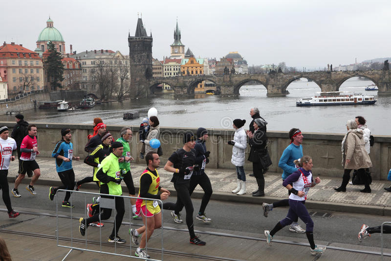 Maraton i Prague, Tjeckien royaltyfri foto