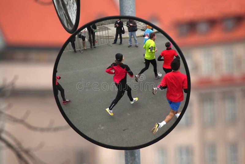 Maraton i Prague, Tjeckien arkivbilder