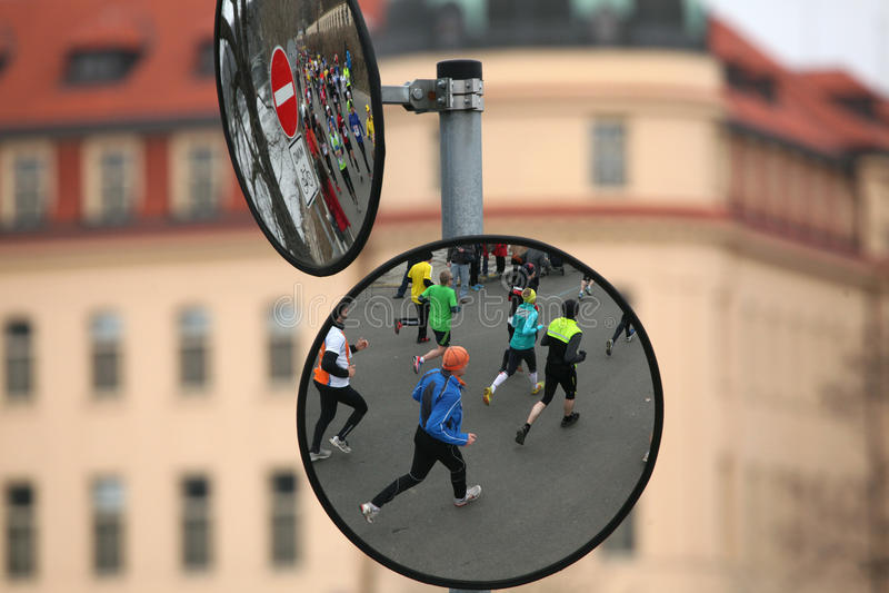 Maraton i Prague, Tjeckien royaltyfria bilder