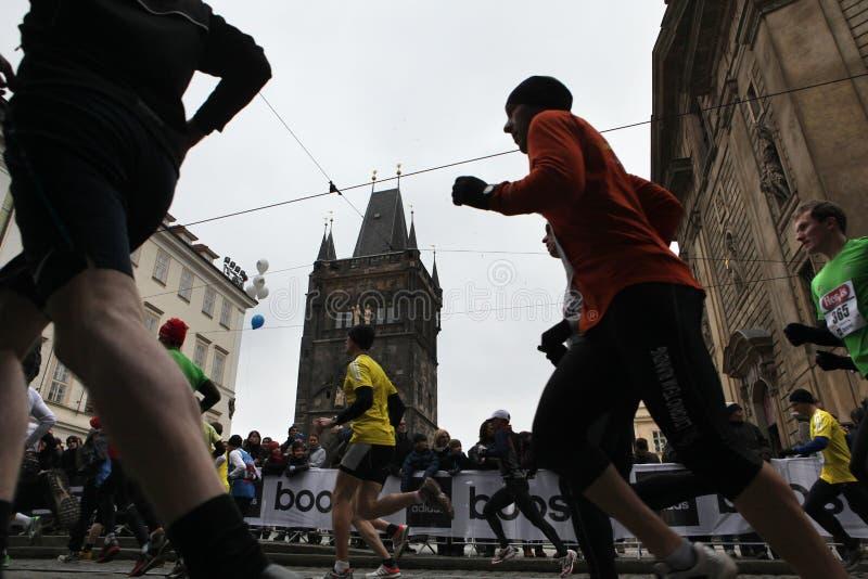 Maraton i Prague, Tjeckien fotografering för bildbyråer