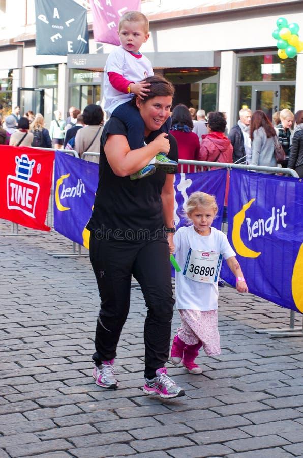 A maratona das crianças em Oslo, Noruega fotos de stock royalty free
