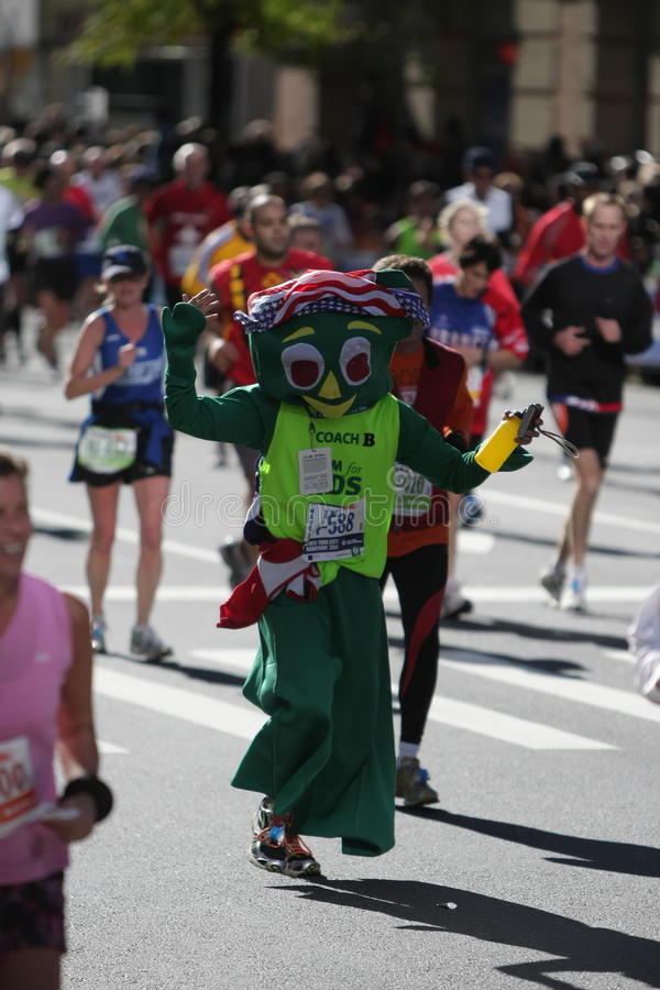 Download Maratona De ING New York City, Corredor De EUA 2010 Foto de Stock Editorial - Imagem de desafio, fora: 16873043