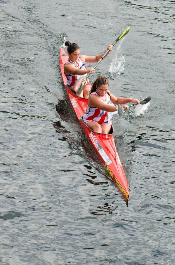 Maratona della femmina della canoa fotografia stock libera da diritti