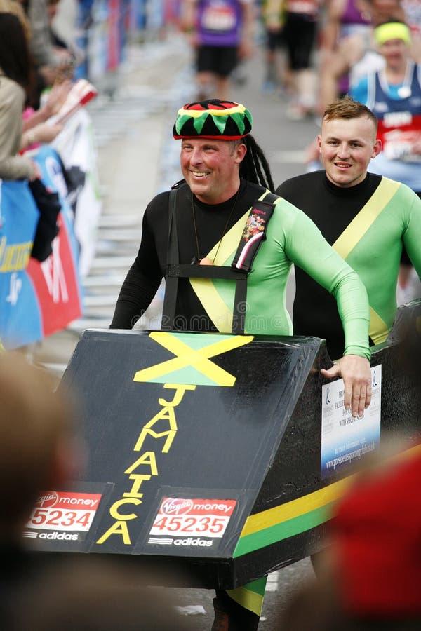 Download Maratona 2013 di Londra fotografia editoriale. Immagine di concorrenza - 30825142