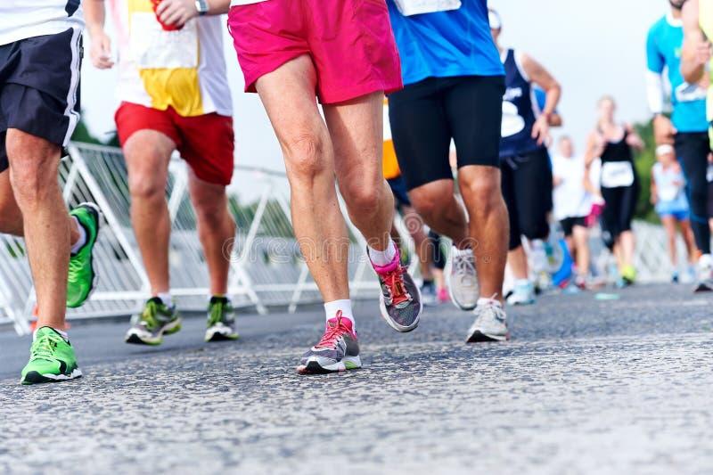 Maratona running dos povos fotos de stock