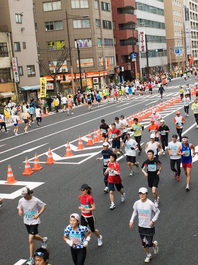 maratonlöpare tokyo royaltyfri fotografi