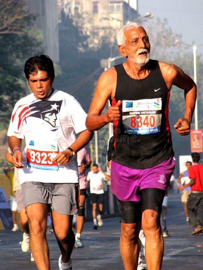 maratonmumbailöpare 2010 arkivfoto