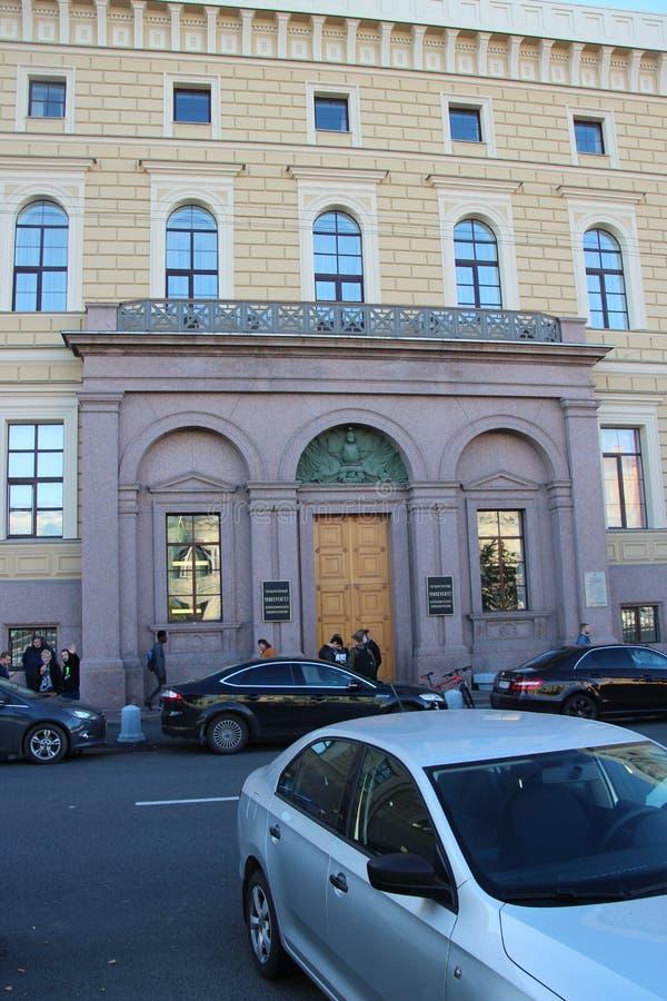 Maravillosamente construyendo en calle Santos Petersburgo Rusia fotografía de archivo libre de regalías